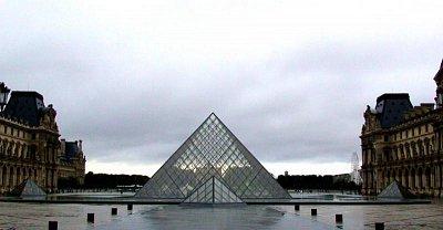 Louvre - Pyramida (nahrál: Zuzana Wurmová)