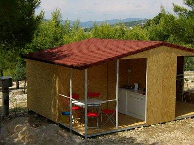 Chata Beruška - Chaty CK Broukservis v kempu Lovišča u obce Jezera a Tisno