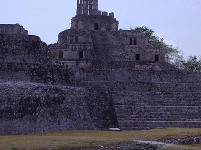 Edzná  -   hlavní budova Edificio de los Cinco Pisos (budova o pěti patrech)