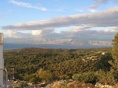 Corfu 2007 - V horách,trošku níže od nejvyššího bodu Pantokrátor (nahrál: Jana Náplavová  )