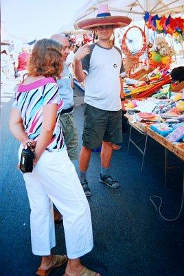 Velký trh ve městě - Hlavně oblečení... (nahrál: kotoule)