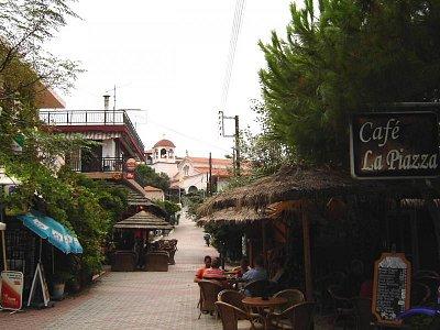 malebné uličky v Sarti (nahrál: Aranka)