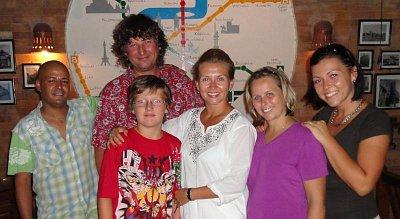 Rodinka Morávkova v PRAHA cafe (nahrál: BaR)