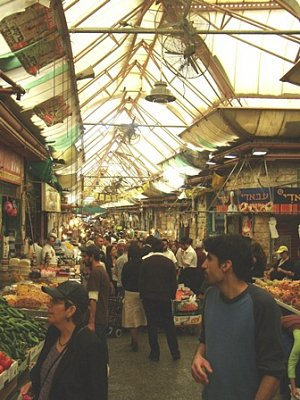 Tržiště Mahane Jehuda-Jeruzalém - Jeruzalém-Mahane Jehuda- tržiště s tradiční židovskou atmosférou. Leží mezi ul. Jaffa a Agrippa. (nahrál: Dorothea)